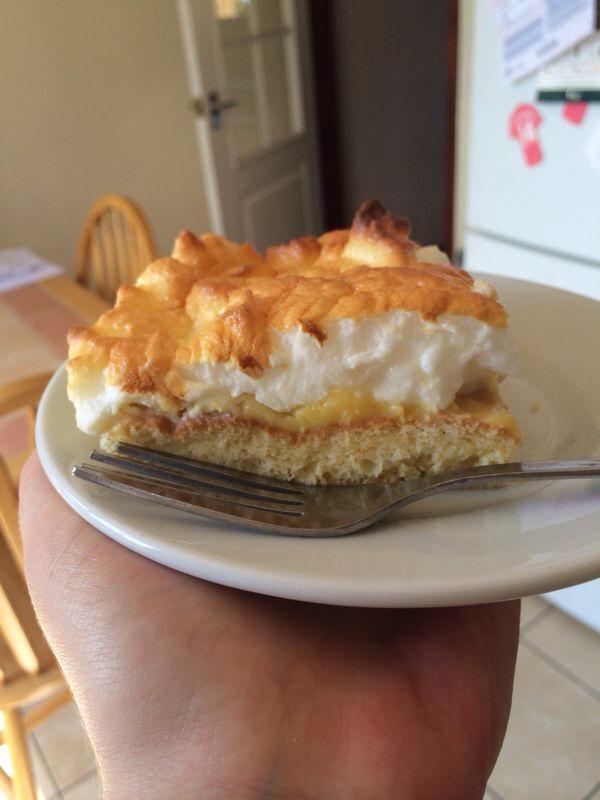Lemon meringue cake-imageuploadedbyminimins.com1402594286.756883.jpg